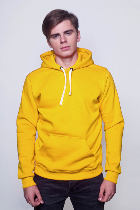 Желтая мужская толстовка 1